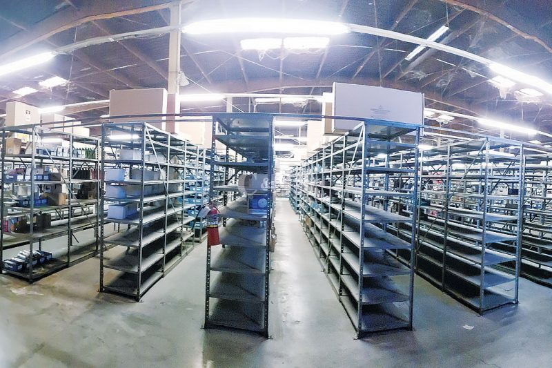 Boltless Shelving For Automotive Warehouse