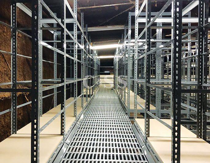 Boltless Shelving System For Forklift Safety