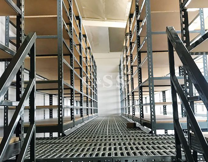 Industrial Boltless Shelving For Auto Parts Company